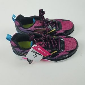 NWT Skechers Go Run 4 Athletic Shoes Sneakers